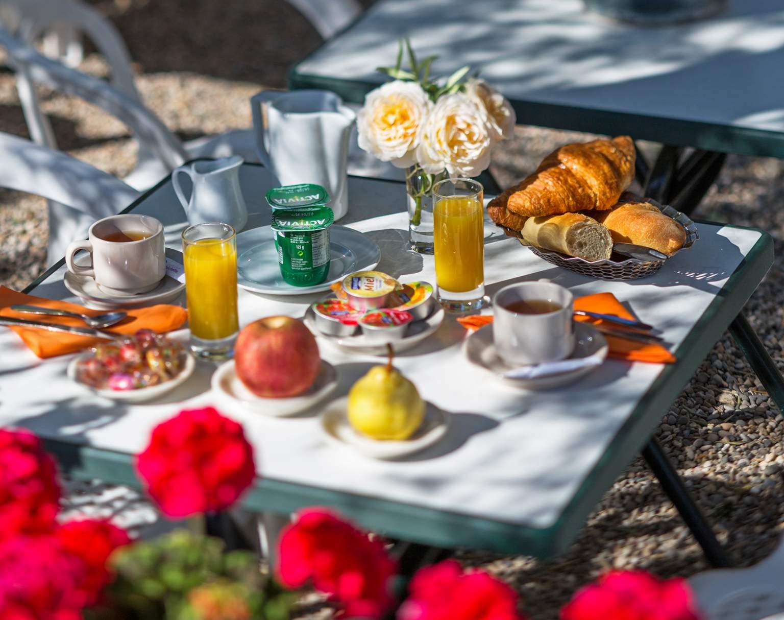 Petit déjeuner en terrasseL'Auberge des Gorges à Saint-Martin-d'Ardèche